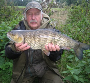 Our Hero Brian took a break from writing his report to catch this cracking 6lb 8oz chub.