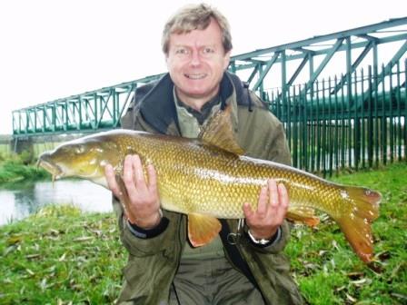 Les Darlington with his 15lb 14oz new pb barbel - congratulations Les!