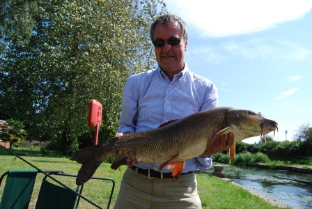 Bob Talyor with a smshing 11lb-plus barbel from the Parlour