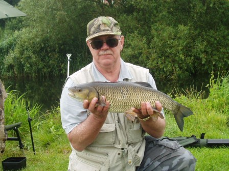 Fred Hampton with a lovely 5lb 6oz chub. One of a number of 5lb + chub that have been caught on the Royalty this season.