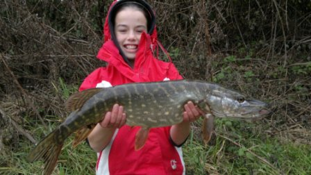 Jason's daughter Katlyn showing that she too can catch pike on the Royalty