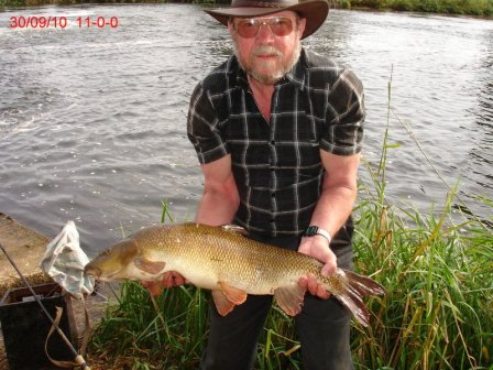 Richard with his biggest barbel of the trip at exactly 11lbs. Cheer up Richard, three doubles deserves a smile!!