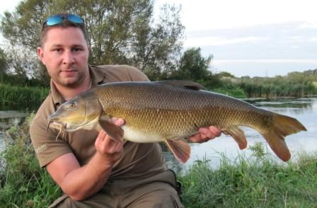 Stu Andrews with a fantastic looking 14lb 15oz barbel.