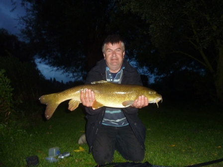 Mark Nicholls with an 11lb 10oz barbel from above Mugs Hole